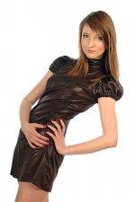 modna kobieta w sukience